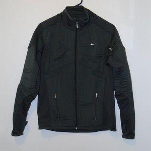 Women's Nike Sphere Thermal Jacket. Medium (8-10)